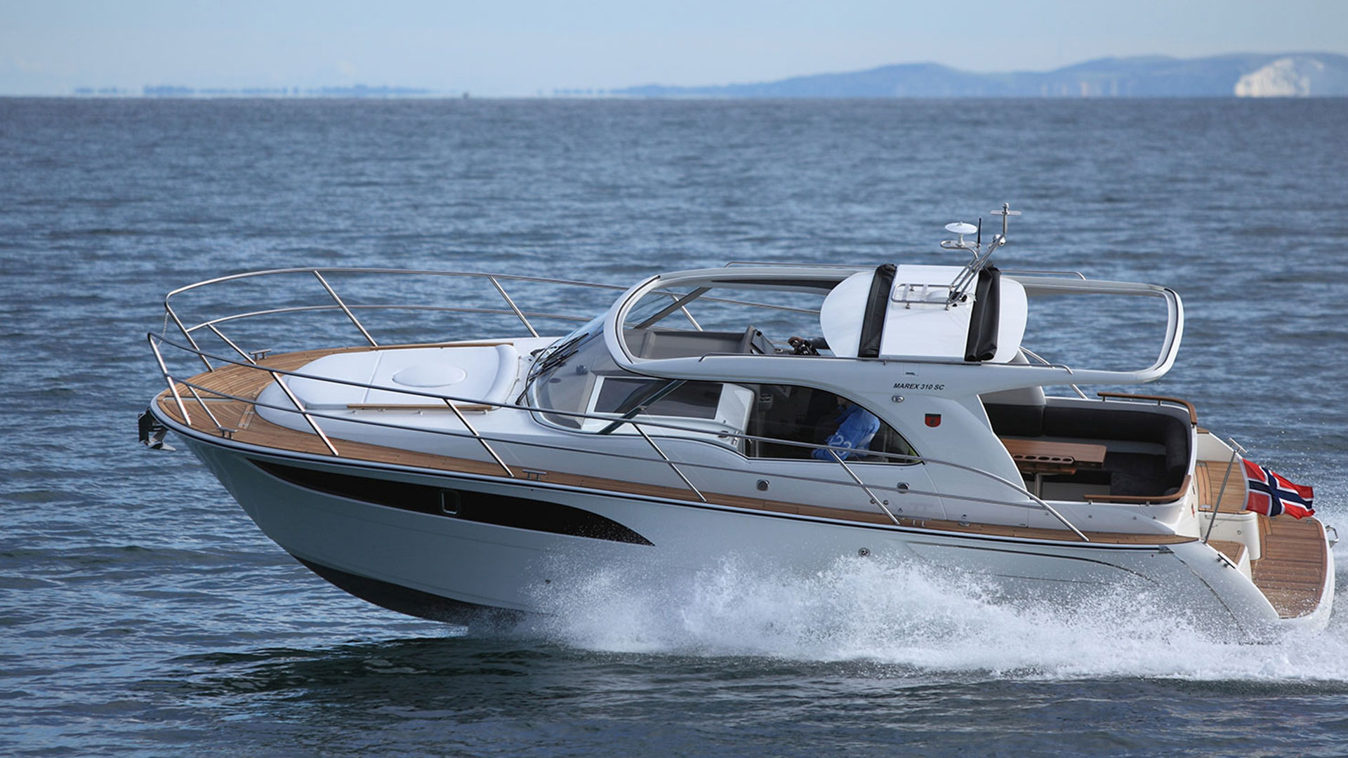 310 Sun Cruiser Exterior 4