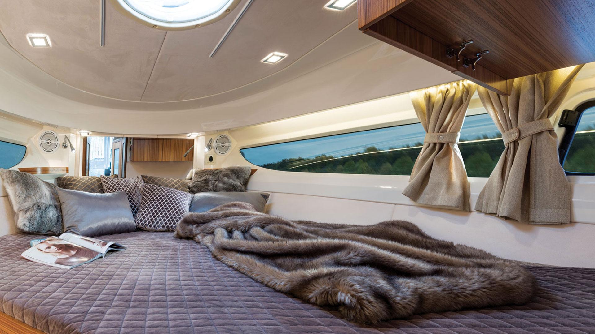 310 Sun Cruiser Interior