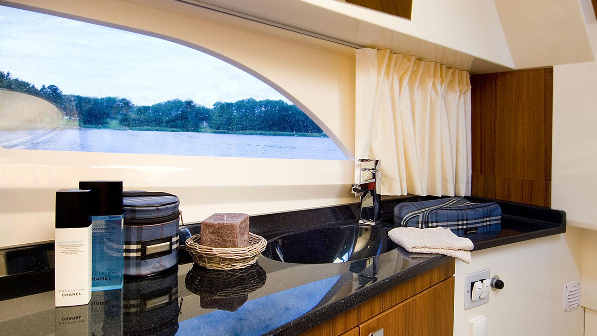 320 AFT Cabin Cruiser Interior 5