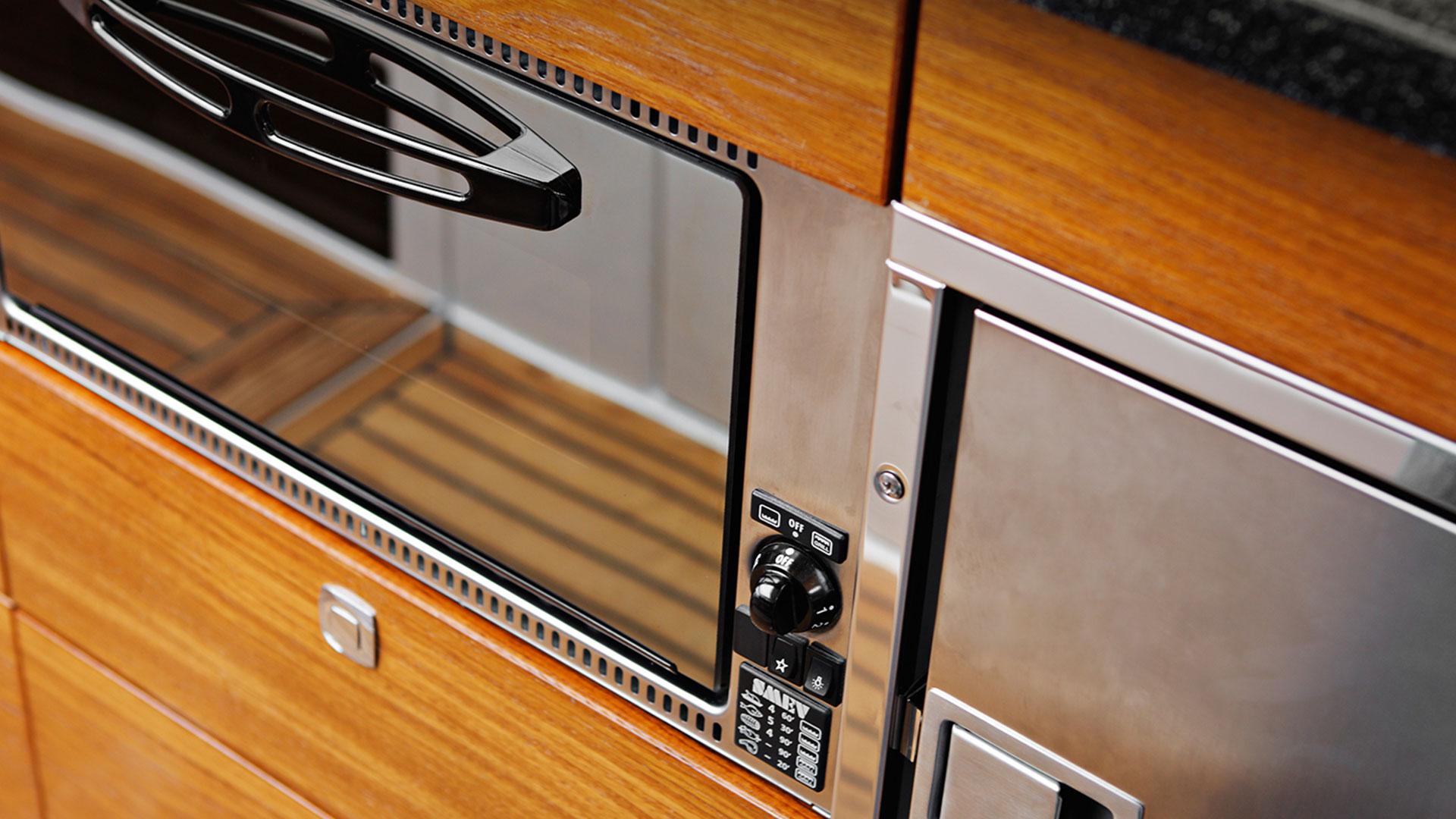 373 AFT Cabin Cruiser Interior 2