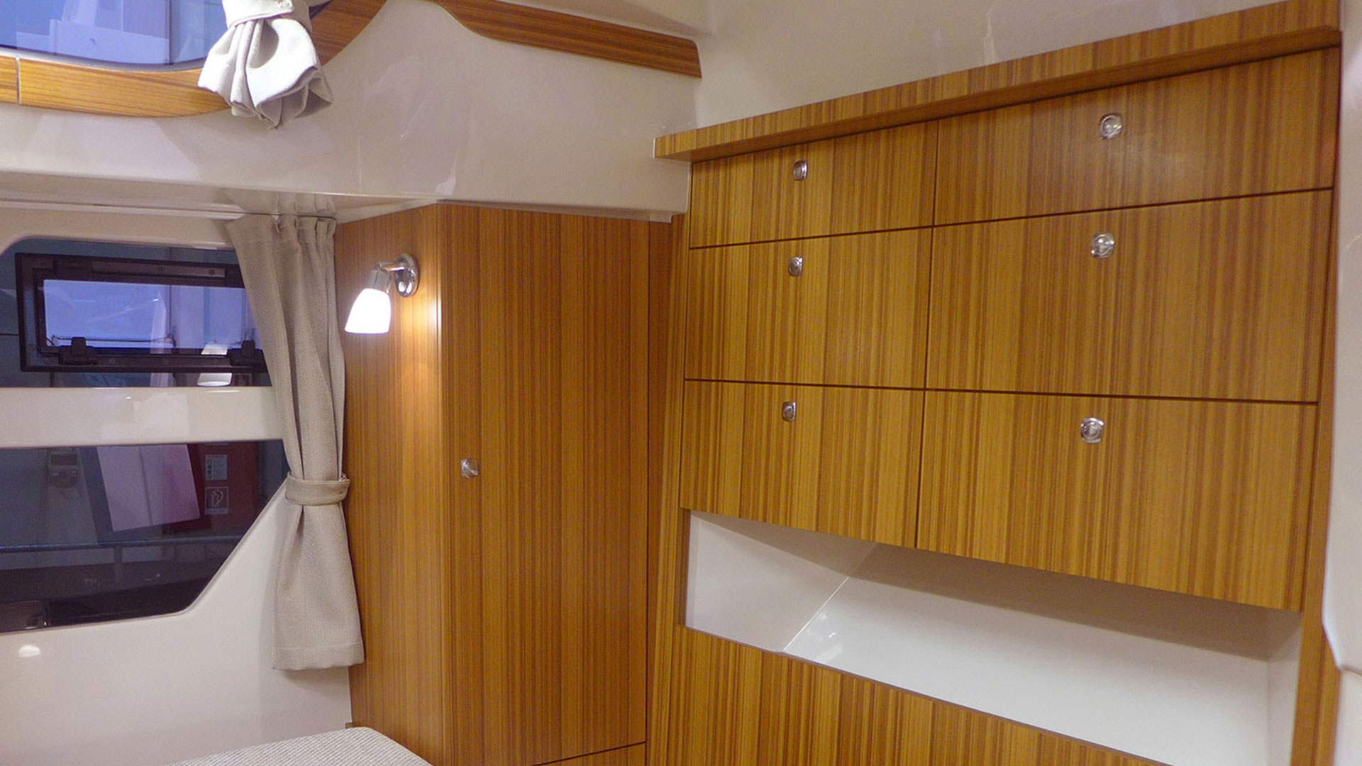 373 AFT Cabin Cruiser Interior 3